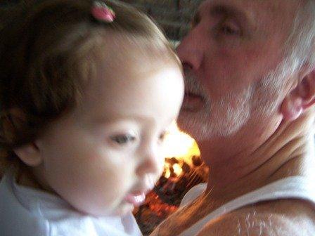 el nombre continúa: mi papá con su nieta, y mi sobrina, Sofía, en Montevideo hoy.