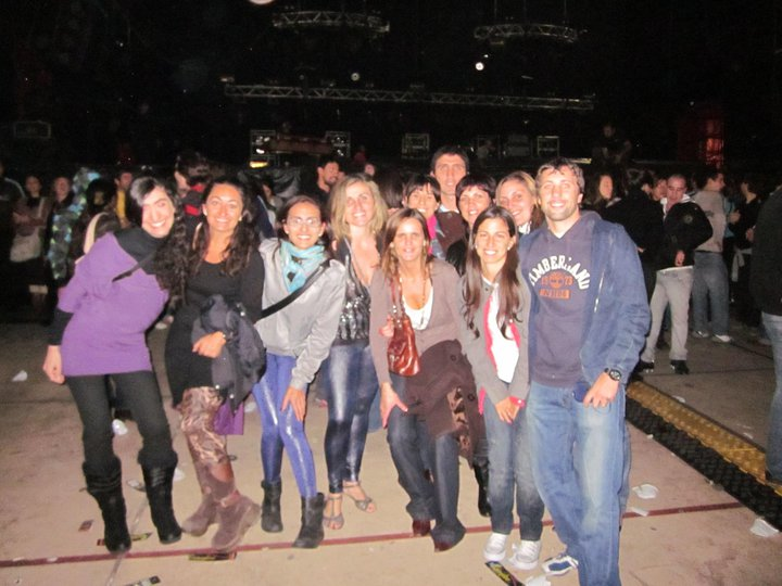 Friends posing in front of a stage after a concert by ANDRES CALAMARO in Montevideo