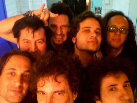 Autofoto de la banda de Andres Calamaro