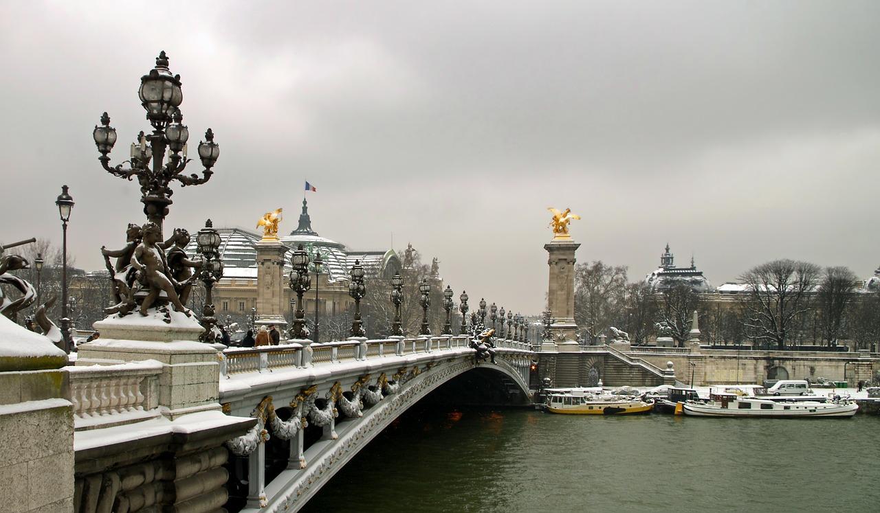 paris-112442_1280